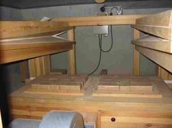 De longen van het orgel in de kelder