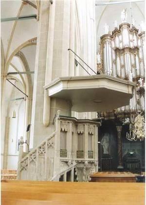 preekstoel-en-doopvont-bovenkerk-kampen